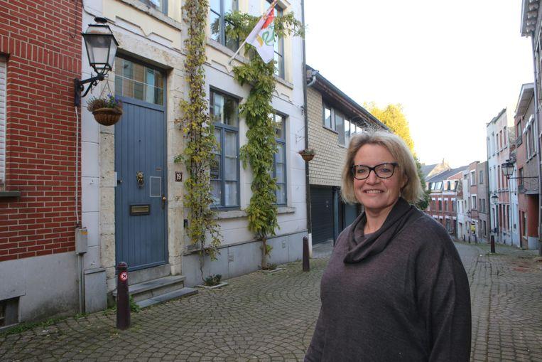 Joëlle Hauglustaine aan haar stadsgeveltuintje