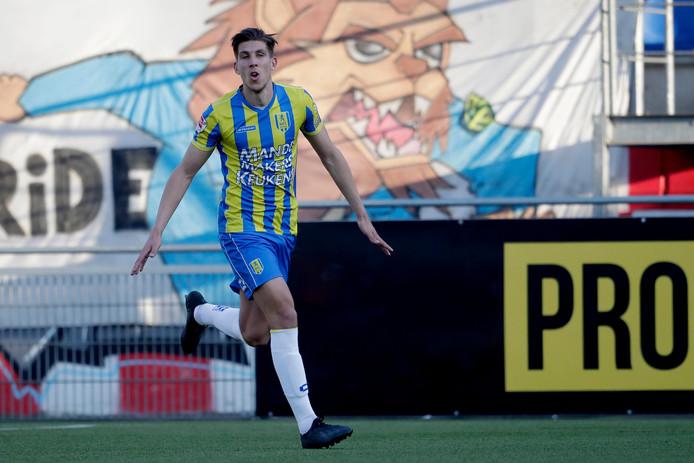 Stijn Spierings viert de 2-0 voor RKC.