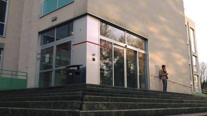 Rode lijn op gebouwen Universiteit Gent symbool voor klimaatopwarming