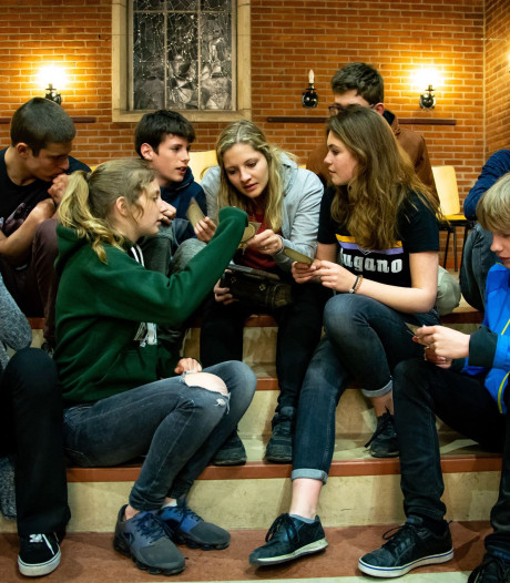 Deventer jongeren slaan nacht over voor Paasgevoel