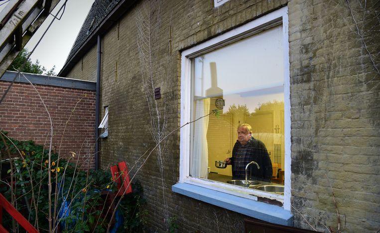 Alleen thuis wonende oudere in een groot huis.  Beeld Marcel van den Bergh / de Volkskrant