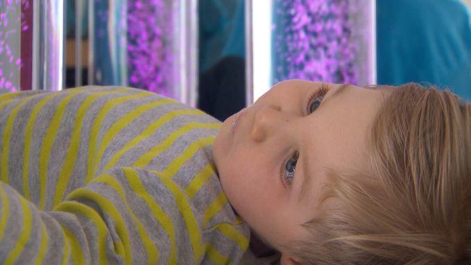 Zieke kinderen komen tot rust in allereerste snoezelmobiel