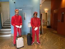 Ouderwetse piccolo's vervangen lift Harbour Hotel