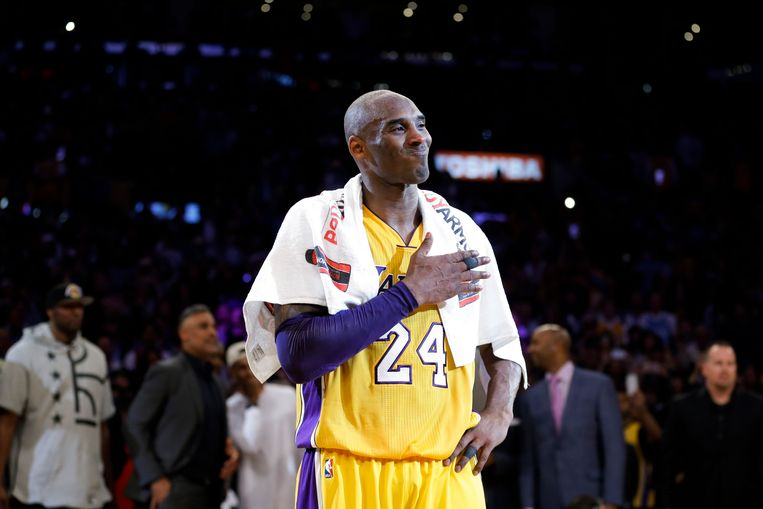 Kobe Bryant na zijn afscheidsmatch, mét de handdoek.