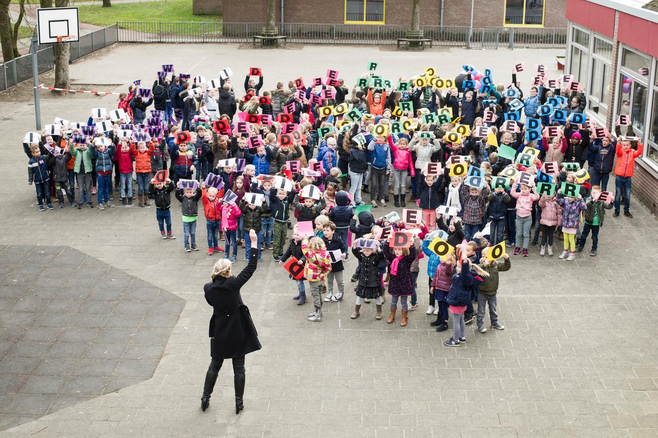 Groep 8 Widerode uit Wierden bij Zapp | Foto | tubantia.nl