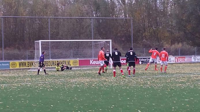 Angeren mist twee strafschoppen binnen 1 minuut. Joep Pruyn en Koen Neyenhuis missen.Foto