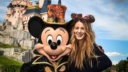 Blake Lively viert nu al Halloween in Disneyland Paris