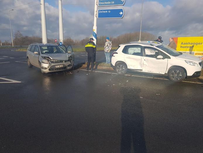 Twee auto's kwamen met elkaar in botsing bij Doetinchem