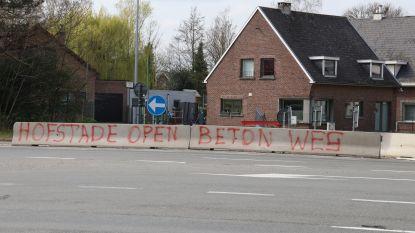 'Hofstade open, beton weg': niet iedereen blij met betonblokken tussen N41 en dorpscentrum