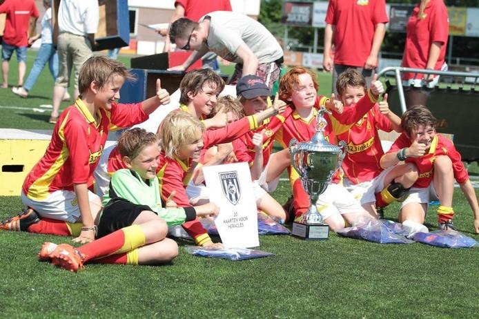 De winnaars van het Hugo Venebrugge Toernooi in Den Ham: het E1-team van Sporting '70 uit Utrecht.