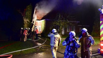 Huis onbewoonbaar na felle brand: bewoner gealarmeerd door elektriciteit die uitvalt
