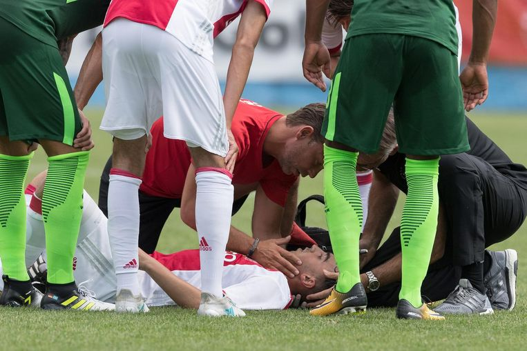 Nouri zakte zaterdag tijdens de oefenwedstrijd tegen Werder Bremen in elkaar vanwege hartritmestoornissen. Beeld ANP