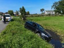 Audi gecrasht in sloot in Oud-Ade