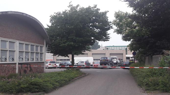 De situatie aan de Bleekvelden in Geldrop, nadat daar een dode man is gevonden.