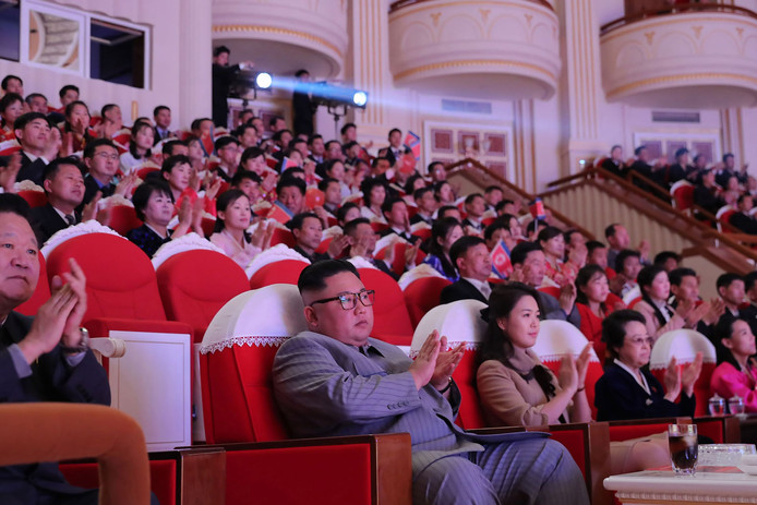 Kim Jong-un woont een concert bij vanwege het Chinees nieuwjaar.