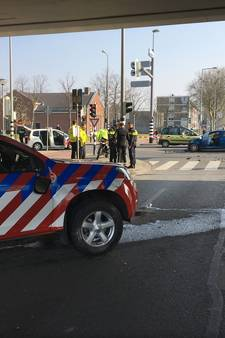 Brandweerwagen botst tijdens spoedrit op auto: drie gewonden