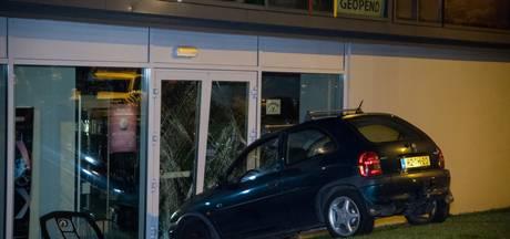 Alwéér een ramkraak, maar winkelbaas John uit Tilburg blijft strijdbaar: 'Ik kan niet anders'