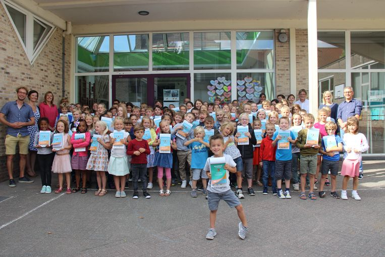 De leerlingen van basisschool De Start zijn blij met hun 'gezonde scheurkalender'.
