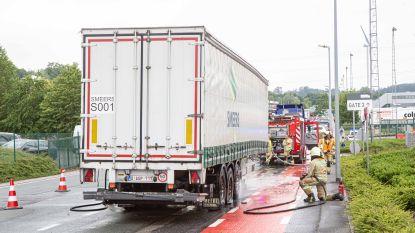 Remmen van trailer geladen met bier raken oververhit aan distributiecentrum Colruyt