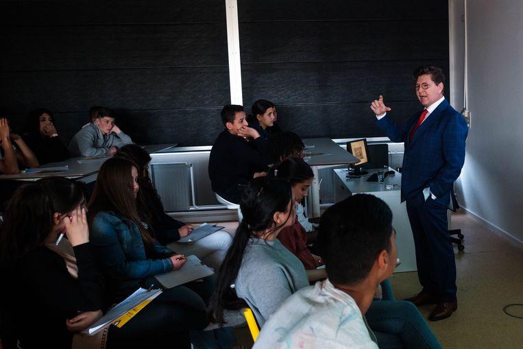 Philip Cracco geeft een gastles aan de leerlingen van het derde en vierde jaar Kantoor.
