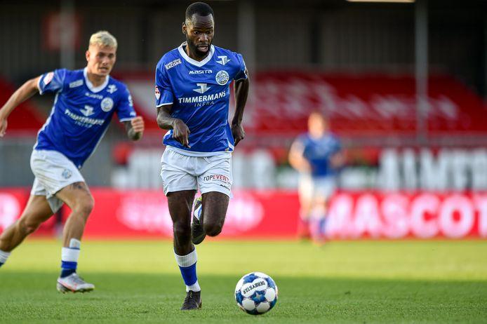 Dylan George, met op de achtergrond Jizz Hornkamp, speelde donderdag nog een helft mee voor FC Den Bosch bij Almere City.