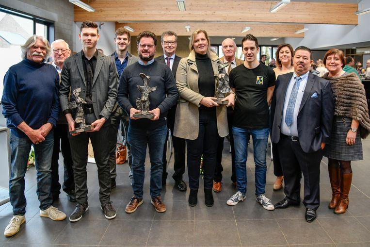 De laureaten kregen allemaal een trofee van de hand van Staf Vinck.
