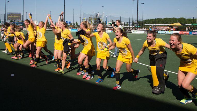 Hockeysters van Den Bosch vieren de overwinning Beeld ANP