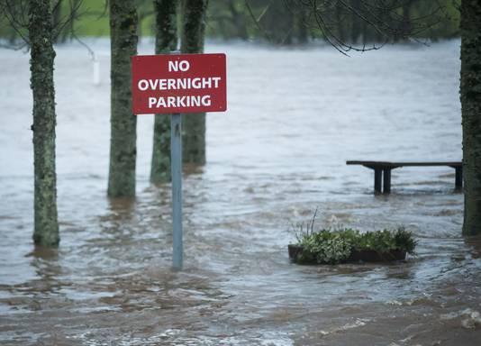 Wassend water in Straiton, Schotland. Woensdag wordt opnieuw storm verwacht
