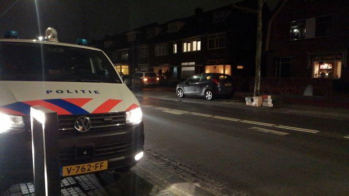 De politie doet onderzoek in de omgeving van de Sloetsweg.