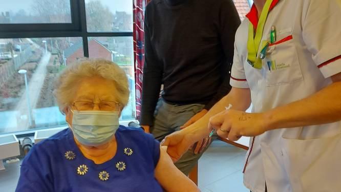 Christiane verloor haar man Gérard aan corona en krijgt nu als eerste vaccin in Maria Rustoord