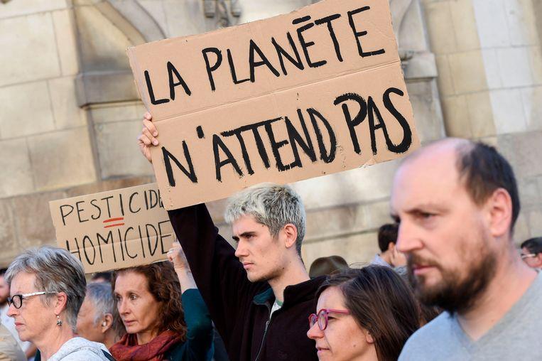 Archiefbeeld uit Frankrijk, waar demonstranten in het Franse Langouet hun burgemeester steunen die voor de rechter werd gesleept nadat hij het gebruik van pesticiden in de buurt van huizen verbood.