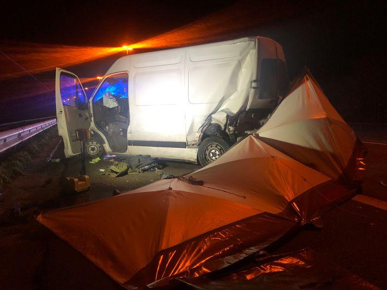 Over het lichaam werd een tent geplaatst.