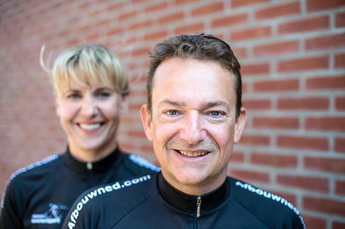 """Jean-Paul de Jonge uit Heinkenszand en zijn vrouw Agnieszka rijden morgen de Delta Ride for the Roses-route van 120 kilometer. """"Zodat anderen leed bespaard blijft."""""""