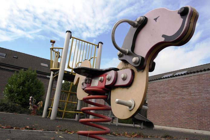 De speeltoestellen achter de Helene Swarthstraat zijn inmiddels weggehaald.