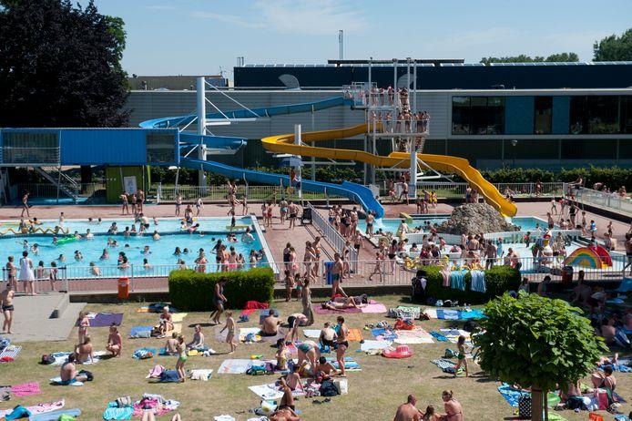 Verkoeling zoeken in het openluchtzwembad in Wetteren kan weer dit weekend.
