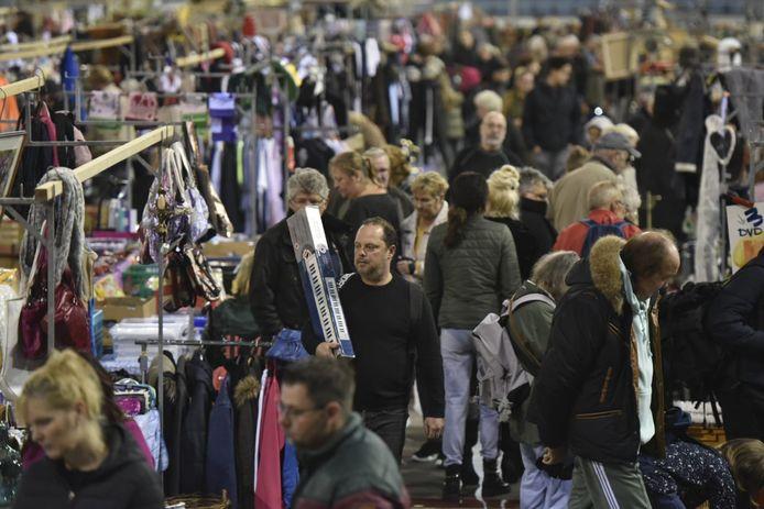 De Snuffelmarkt in GelreDome trekt bezoekers uit het hele land en zelfs uit het buitenland.