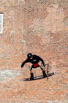 Wakeboarders gebruiken Loevestein als decor voor spectaculaire 'tricks'