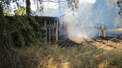 Werkruimte uitgebrand terwijl eigenaar er aan het werk was