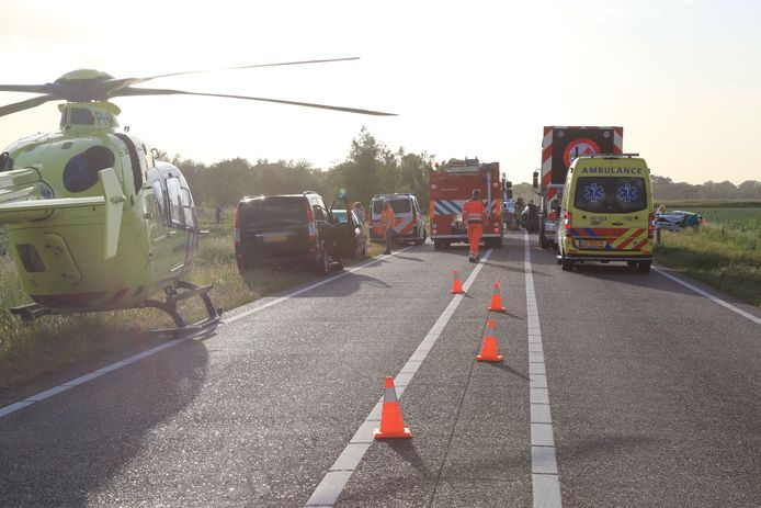Ongeval met meerdere voertuigen in Beek en Donk.