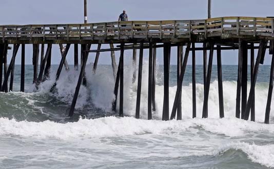 Naarmate Florence de kust nadert, worden de golven steeds hoger