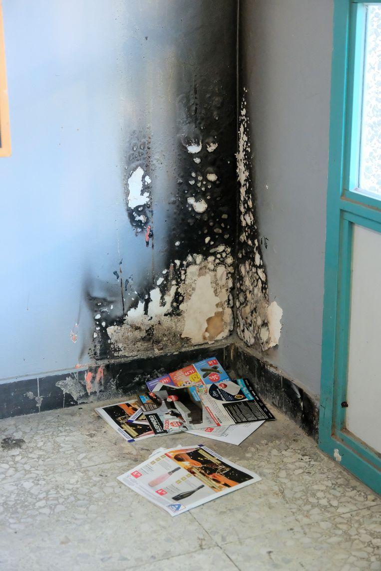 In een van de inkomhallen werd brand gesticht.