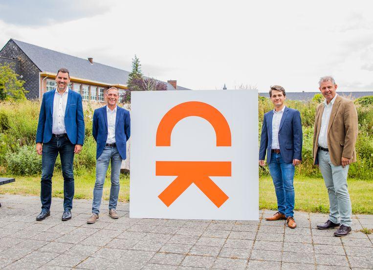De directie lanceert een nieuw logo op Campus Kompas in Wetteren.