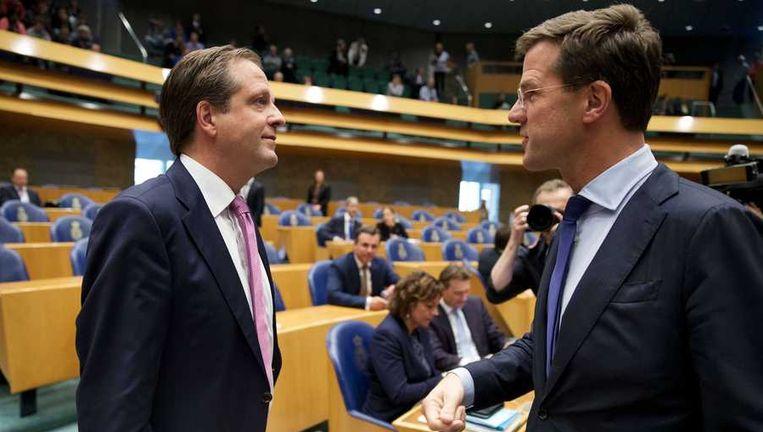 Premier Mark Rutte en D66-fractievoorzitter Alexander Pechtold tijdens de vergadering over het begrotingsakkoord in de Tweede Kamer. Beeld anp