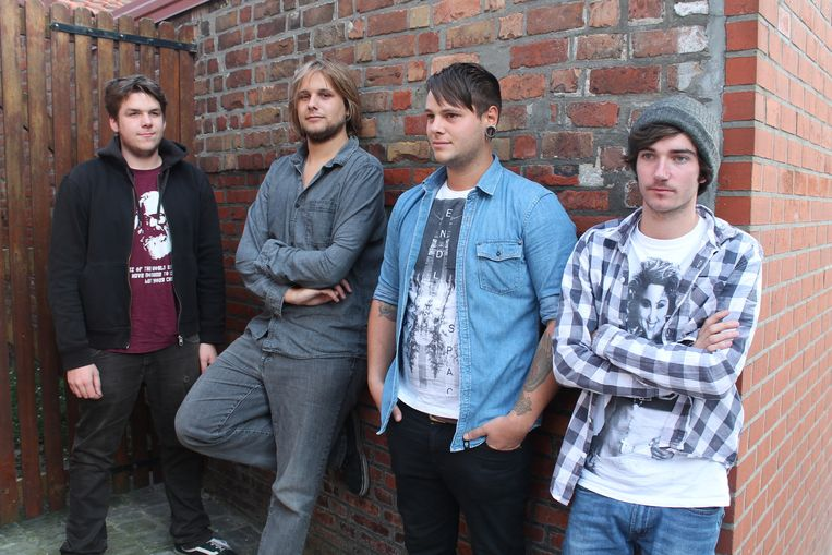 De bandleden van Miava, met rechts drummer Jelle Tommeleyn.