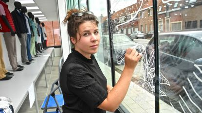 Illustratoren maken raamtekeningen voor kunstroute