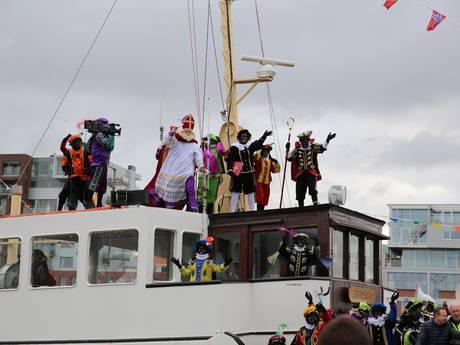Sinterklaas en pieten vieren feest in Den Haag