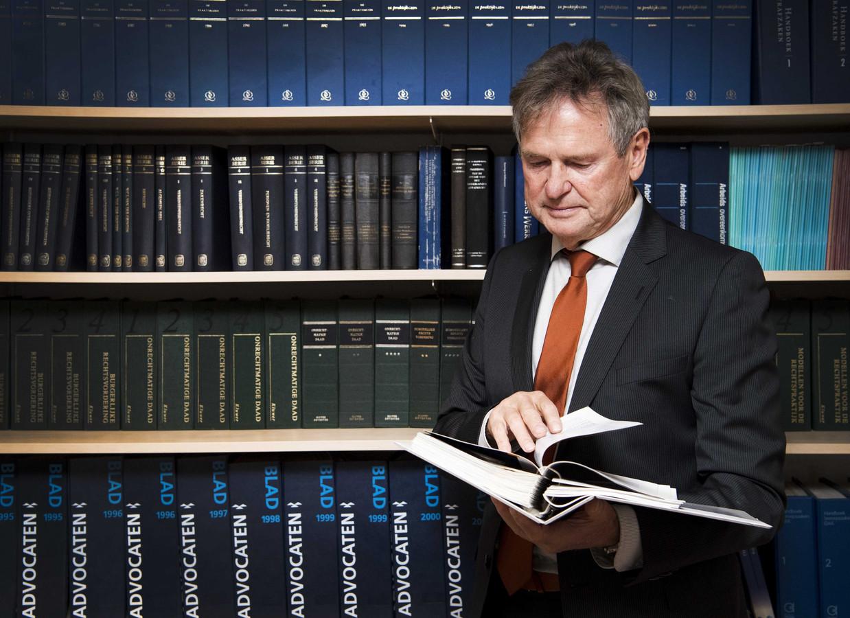 Advocaat Rob Bedaux uit Heerlen staat chroom-6-slachtoffers bij, zowel mensen die bij Defensie werkten als mensen die bij een Tilburgs werklozenproject werden ingeschakeld.