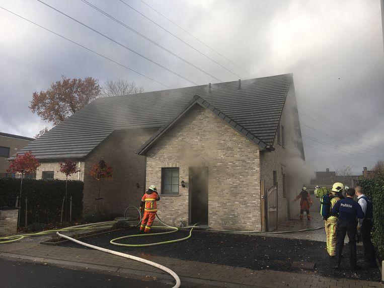 de brand zorgde voor veel rook in de woning