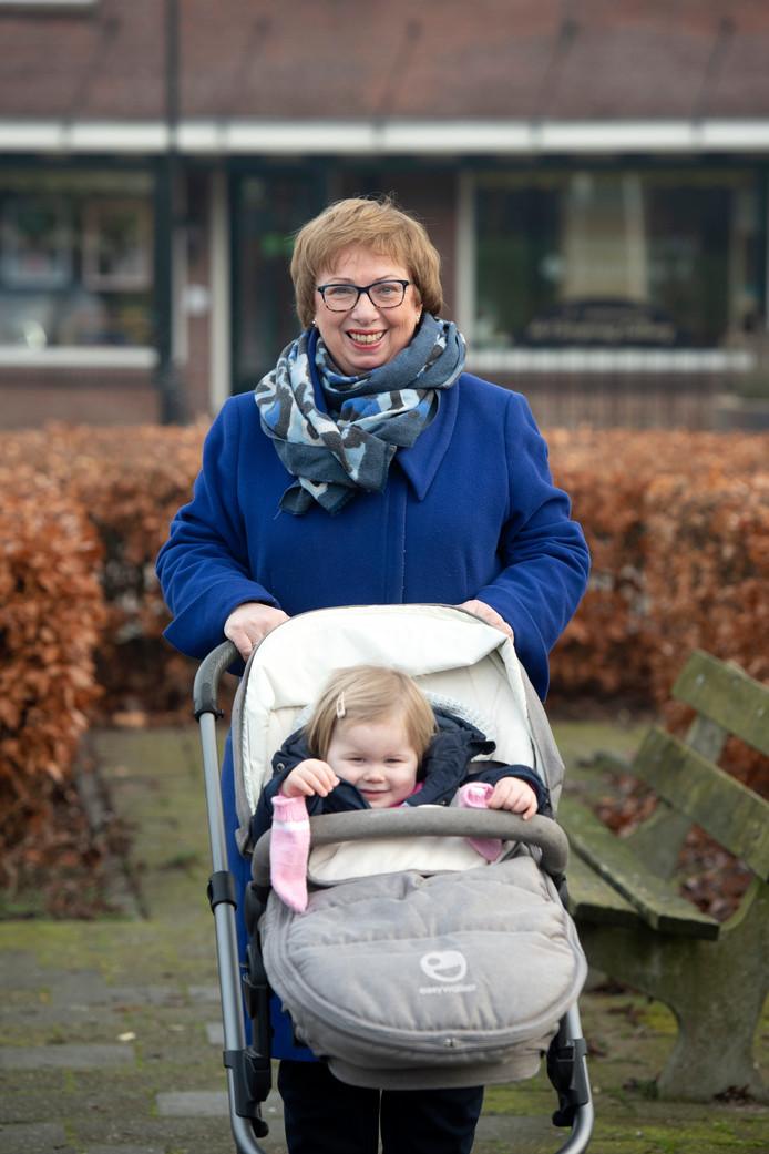Helma Frentz en haar kleindochter Milou.