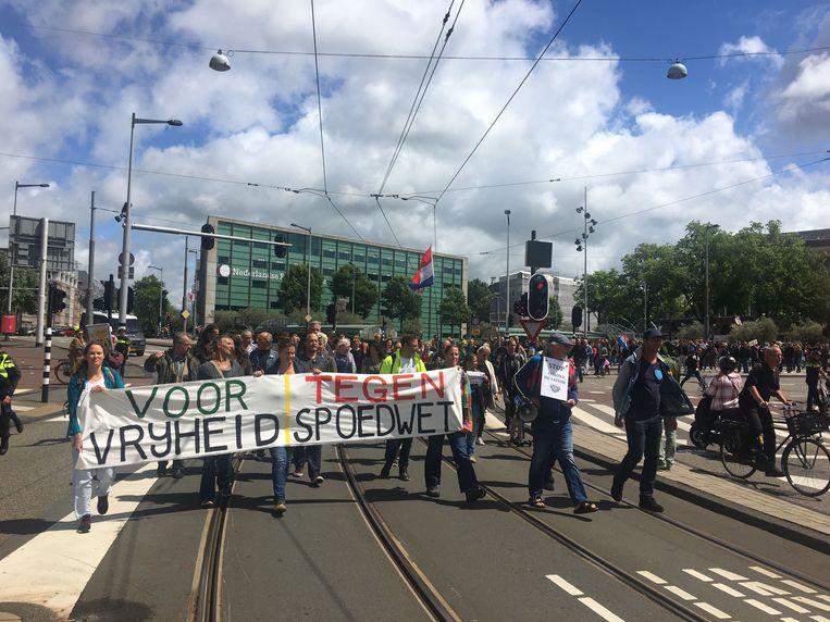 Betogers bij de protestmars tegen de coronamaatregelen. Beeld Roelf Jan Duin